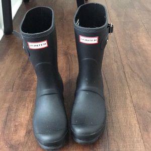 Hunter boots- matte black, mid length